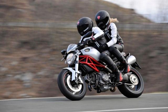 Безопасные условия перевозки пассажира мотоцикла